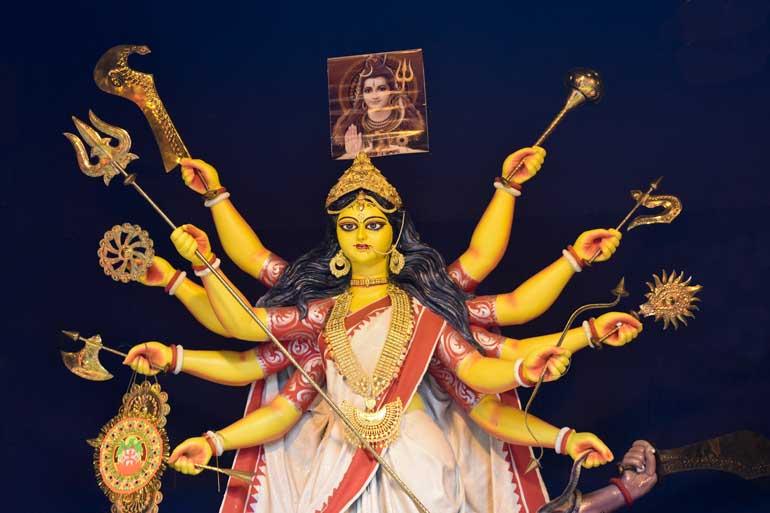 Ma Durga Asche